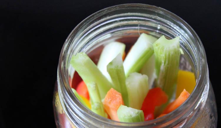 Salat im Glas - oder Gemüsesticks. Erlaubt ist, was schmeckt!