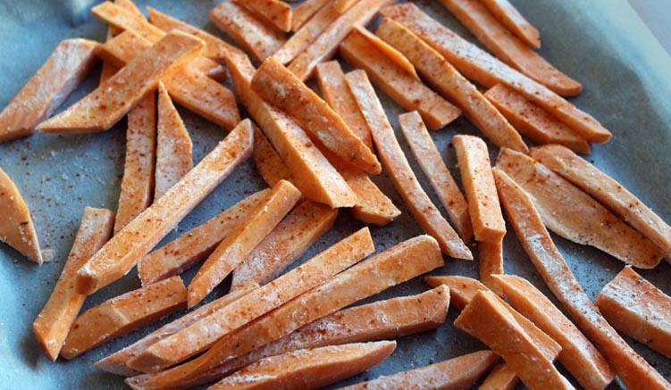 knusprige Süßkartoffel Pommes im Ofen